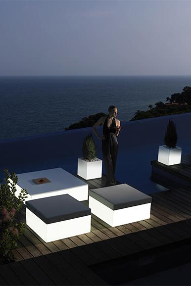 Mobiliario iluminado y muebles con luz para exterior e interior ...